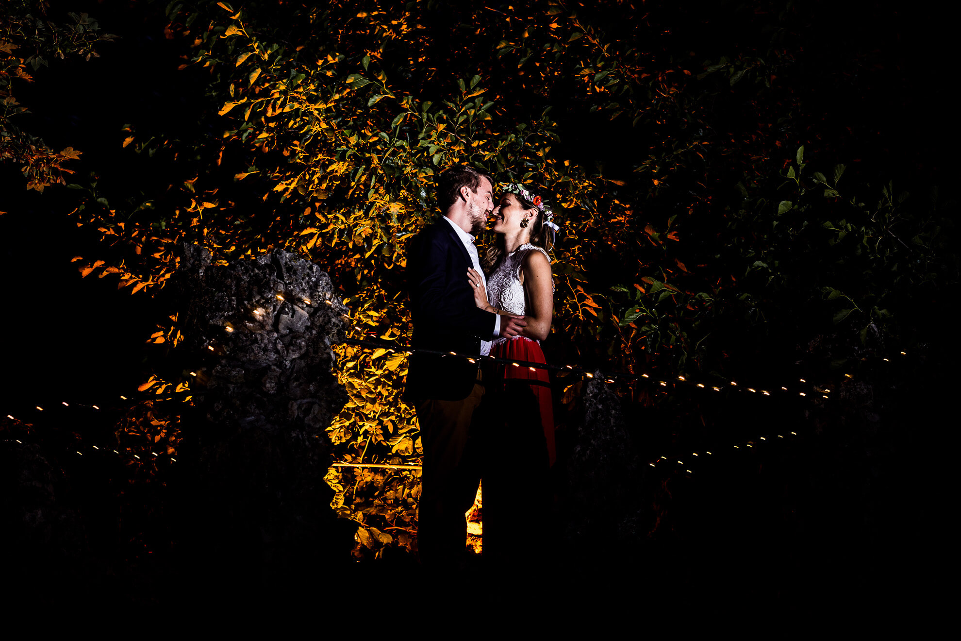 Couple posant à la réception du mariage