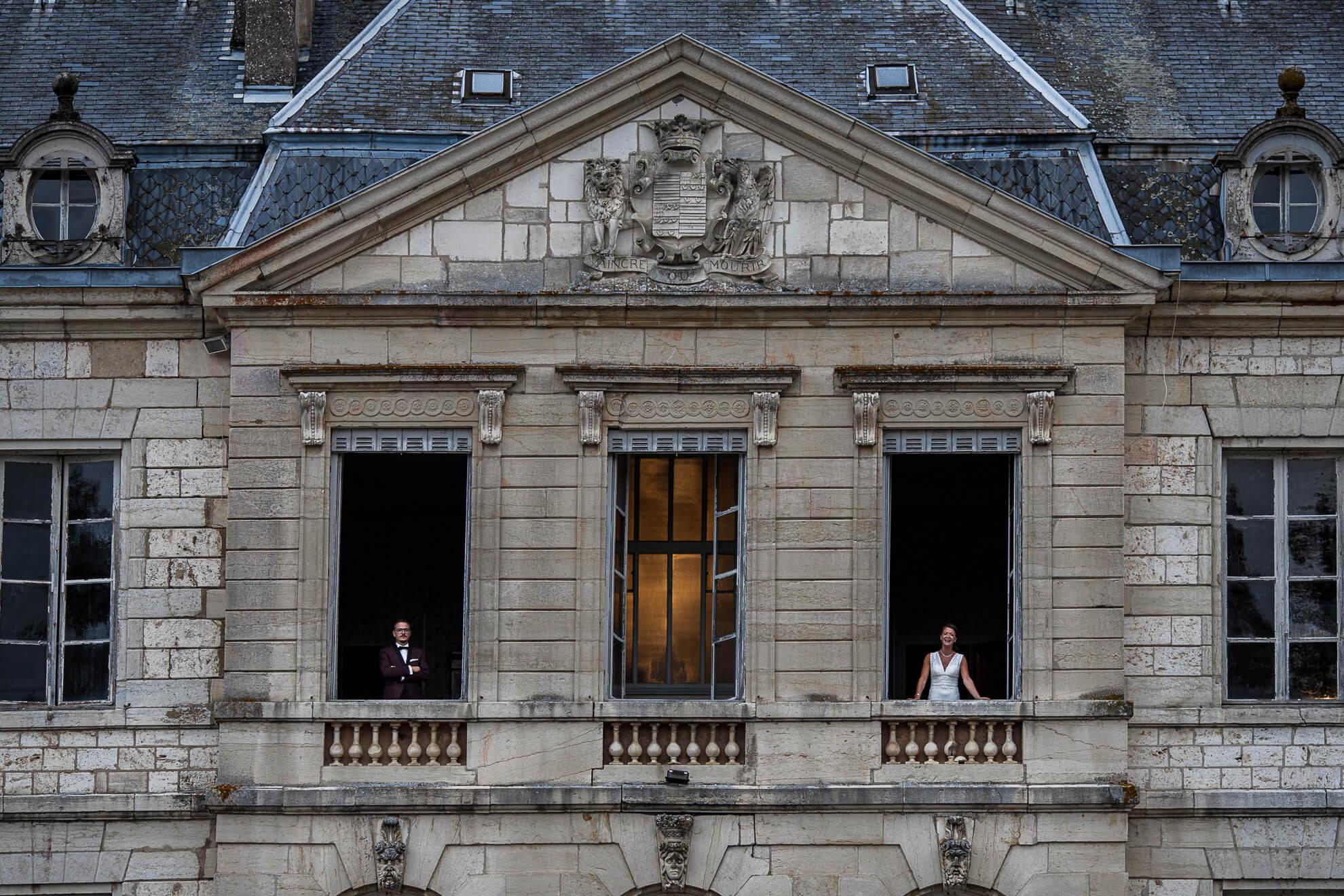 Couple posant au Château de Brognon